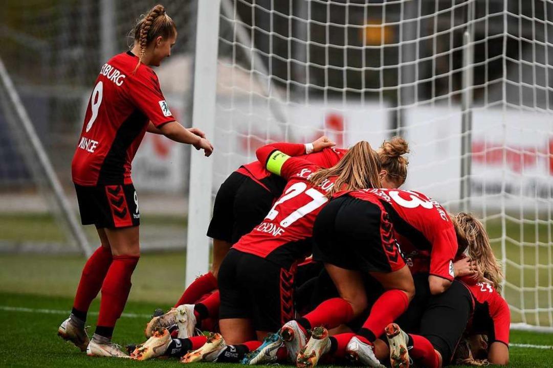 Das Frauenteam des SC Freiburg trifft ...n Heimsieg aus der vergangenen Saison.  | Foto: Patrick Seeger