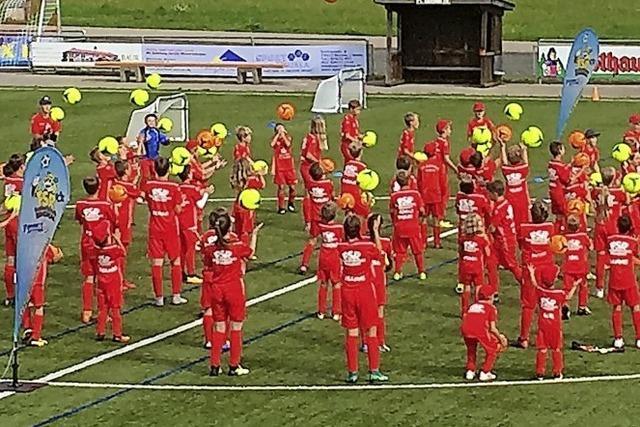 Mehr als 100 Kinder im Bernauer Fußballcamp