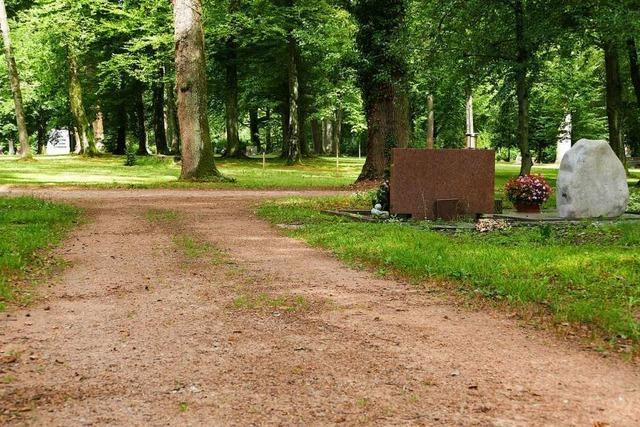 Der Waldfriedhof in Bad Säckingen ist bei Regen nicht barrierefrei