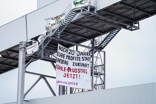 Aktivisten blockieren Kohlekraftwerk Mannheim – auch auf Förderbändern
