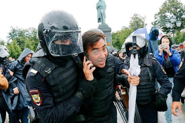 Polizei nimmt bei Protesten in Moskau Hunderte Menschen fest