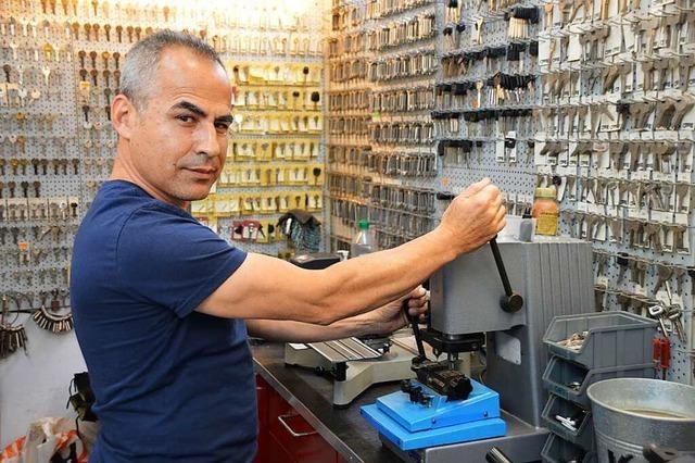 Tuncay Sati führt seit 21 Jahren seine Miniwerkstatt in Rheinfelden