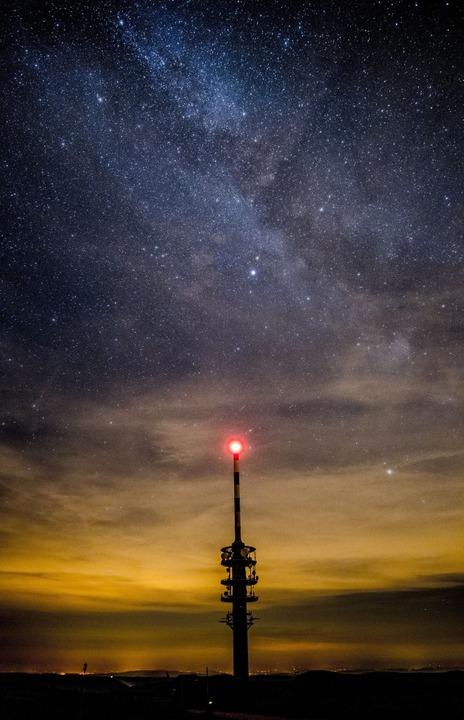 Auf dem  Feldberggipfel  sind  Sternsc...traße derzeit eindrucksvoll zu sehen.     Foto: Birgit-Cathrin Duval