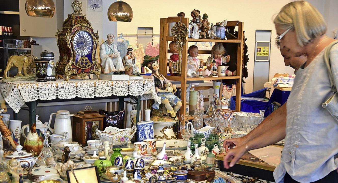 Jegliche Antiquitäten gibt es auf dem ...schirr über Uhren, bis hin zu Puppen.   | Foto: Nora Bulla