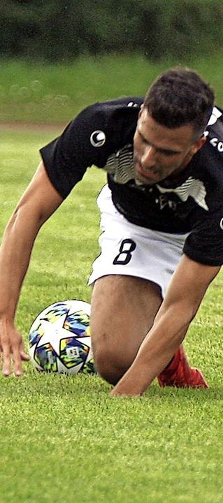 Der FC Furtwangen, hier Johannes Wehrle,  am Boden: 1:5 beim FC  Bräunlingen.   | Foto: Dieter Reinhardt