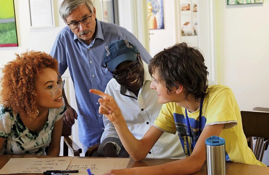 Vier Sprachen treffen hier aufeinander...Senegalesisches Wolof und Französisch.  | Foto: Jutta Geiger