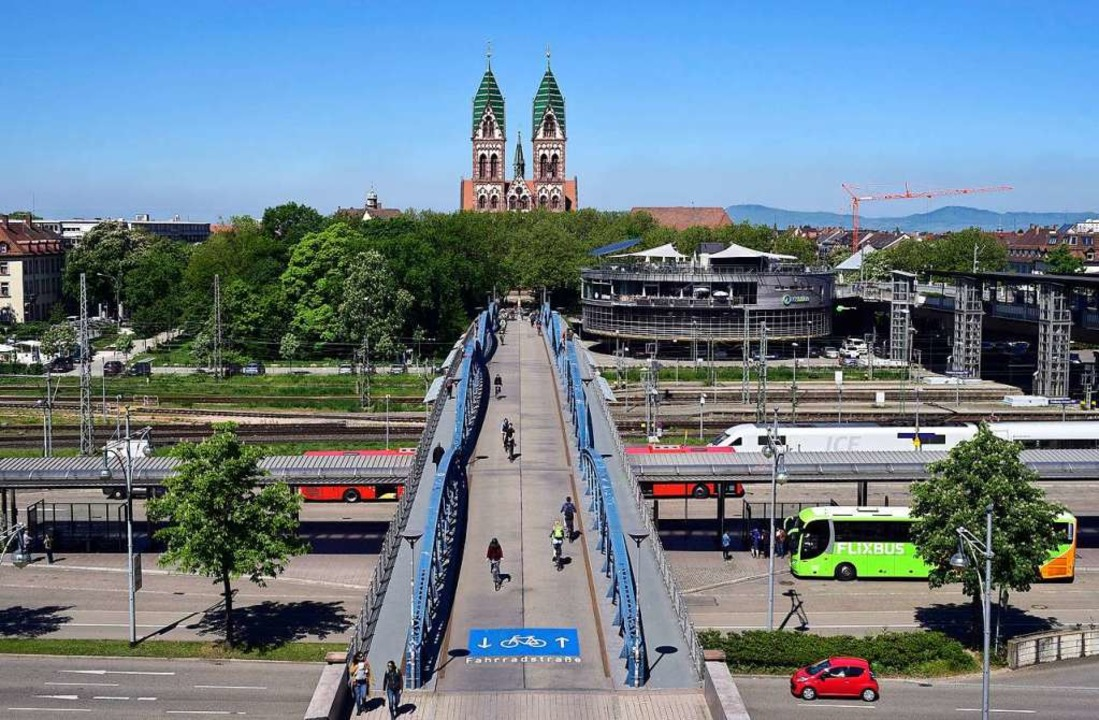 Die Wiwilibrücke ist eine der wichtigs...ndungen zwischen Innen- und Weststadt.  | Foto: Thomas Kunz