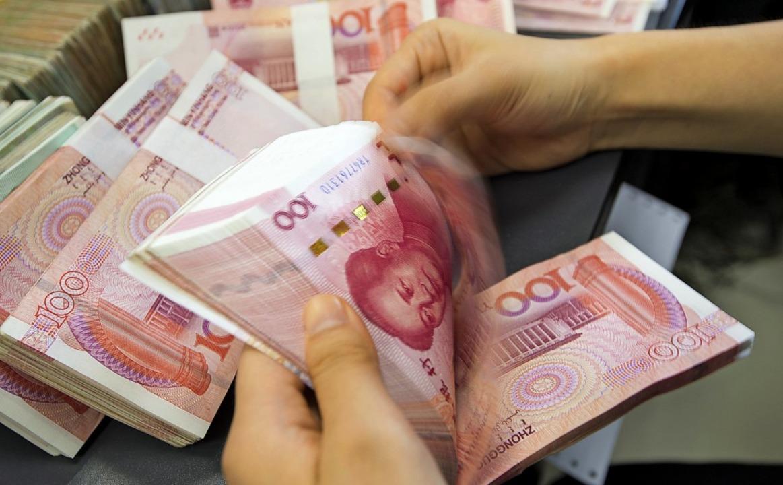 Der Yuan ist im Verhältnis zum Euro und Dollar weniger wert.  | Foto: Xu Jingbo (dpa)