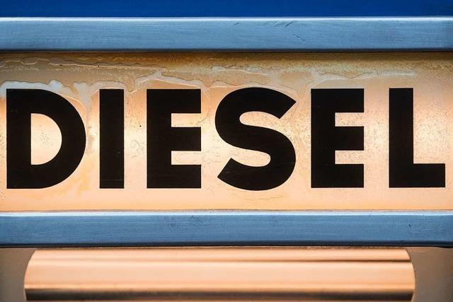 Unbekannte zapfen Diesel aus Lastwagen ab