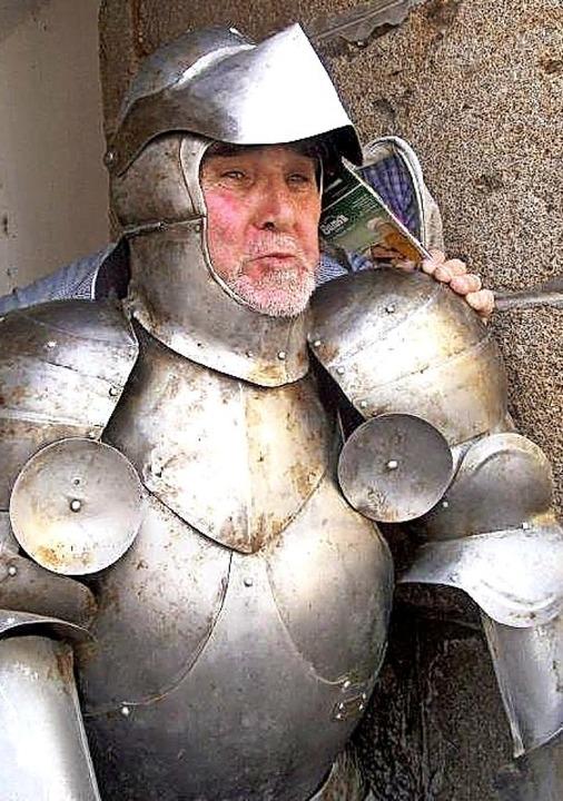 <BZ-FotoAnlauf>Schwarzwaldverein:</BZ-...chte auch als Ritter eine gute Figur.   | Foto: Ulrich Wagner