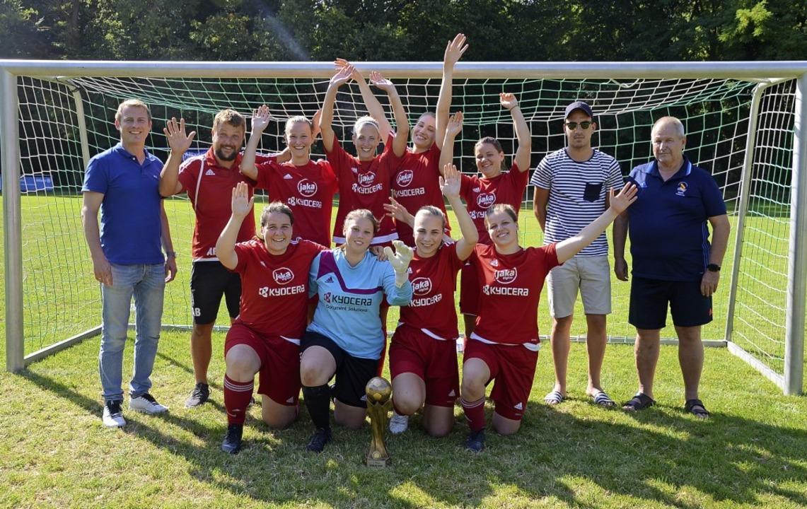 Glückliche Gewinner: Die Frauen des FC...l bei der Sportwoche des SV Jechtingen  | Foto: Roland Vitt