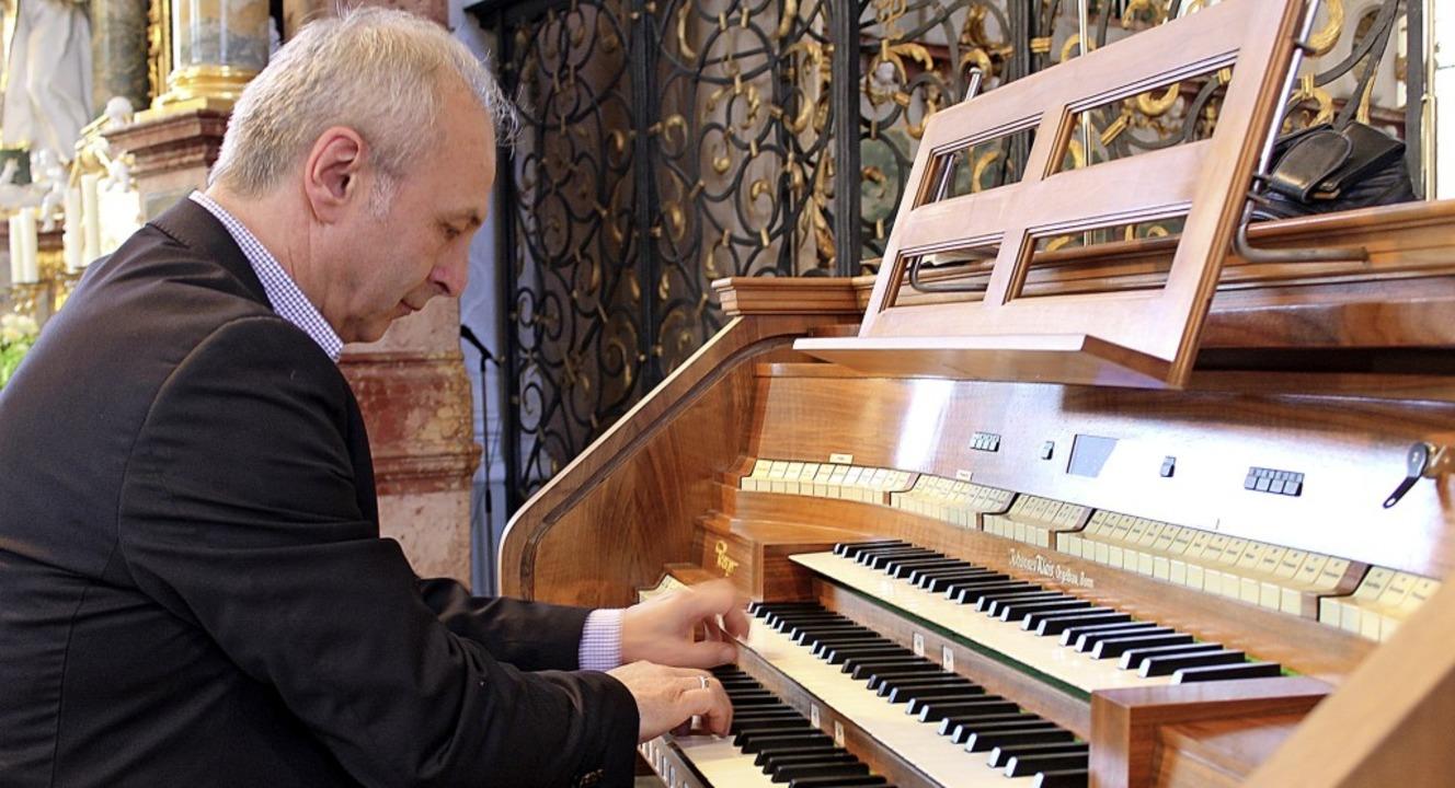 Organist Johannes Ebenbauer erwies sic...eichermaßen als Meister seines Fachs.   | Foto: Erich Krieger