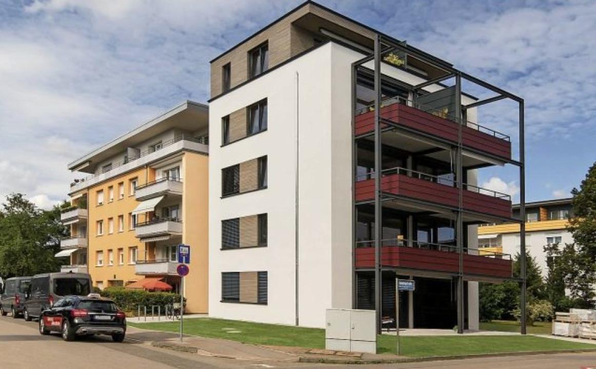 Hinter der Fassade verbergen sich fünf... Wilhelm und Hovenbitzer und Partner).  | Foto: Lignotrend