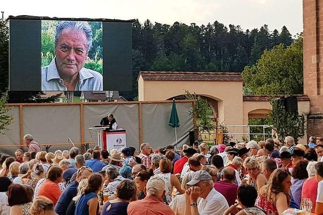 Beim Open-Air-Kino in St.Peter gab's eine Live-Schalte zu Filmstar Hans-Jürgen Bäumler
