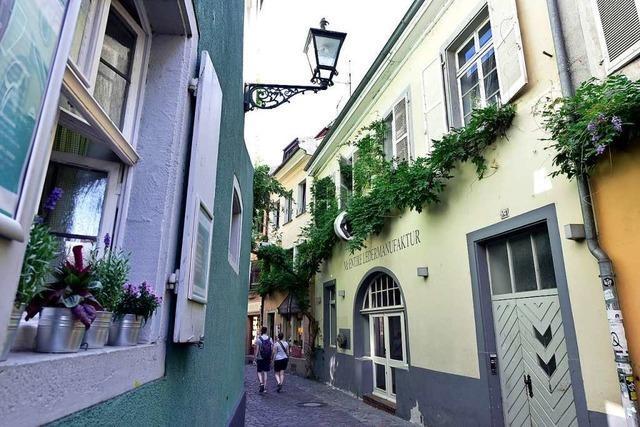 Touristen über Freiburg:
