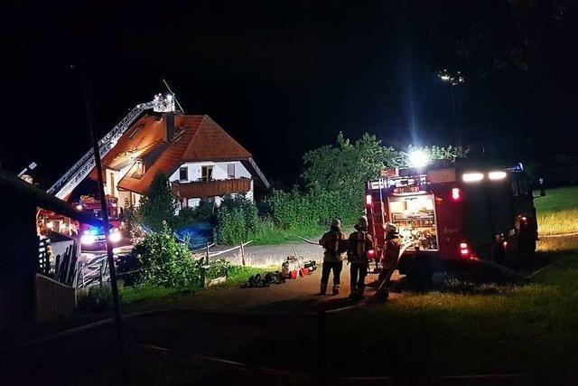 Blitzeinschlag setzte in Oberried Dachgeschoss in Brand