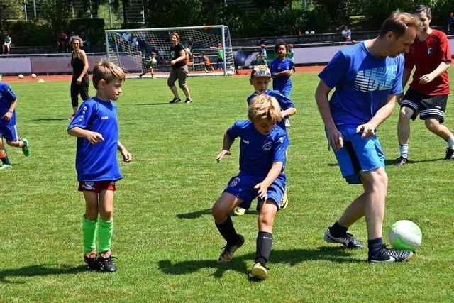 Viele Helfer sind beim Fußballcamp in Gundelfingen im Einsatz