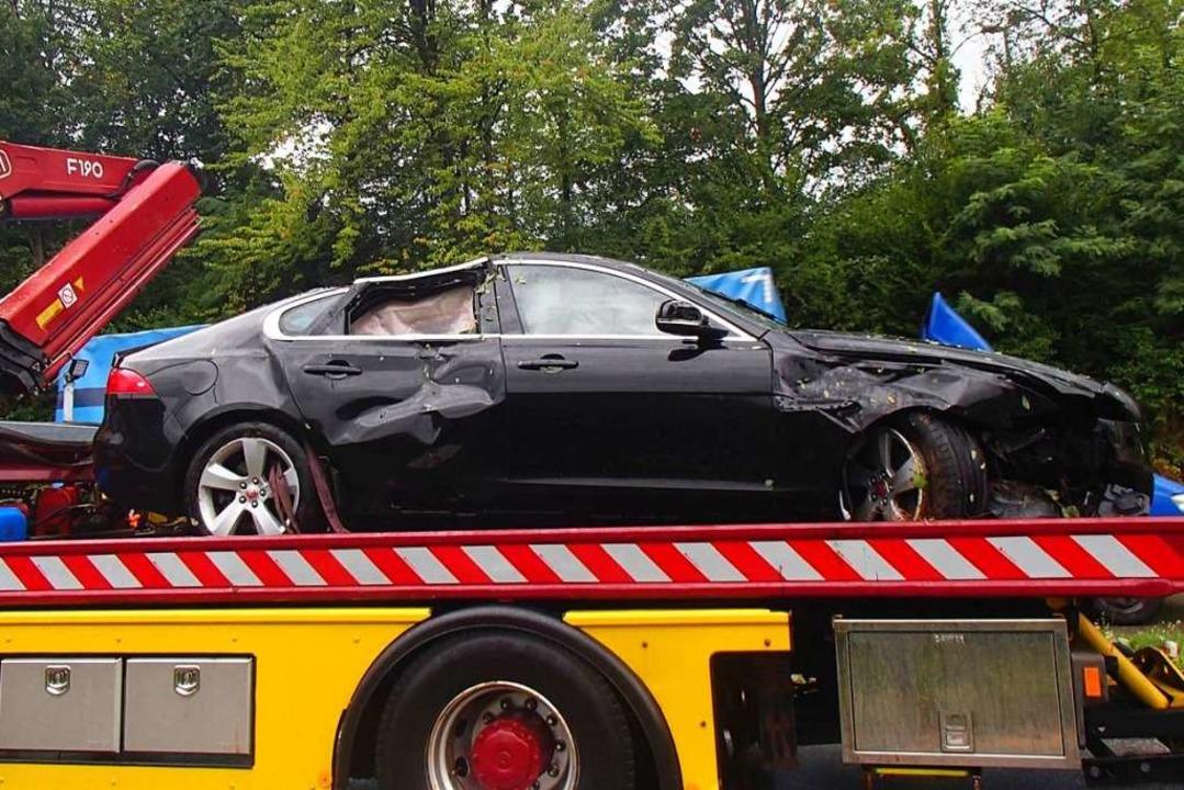 Der Sachschaden am Jaguar der 30-Jähri...ird auf rund  35000 Franken geschätzt.  | Foto: Kantonspolizei Aarau