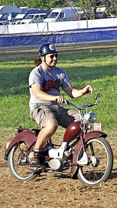 Mofafahren ist zum Kult geworden; so  ... Grasbahnrennsport gibt's auch.   | Foto: Jutta Schütz