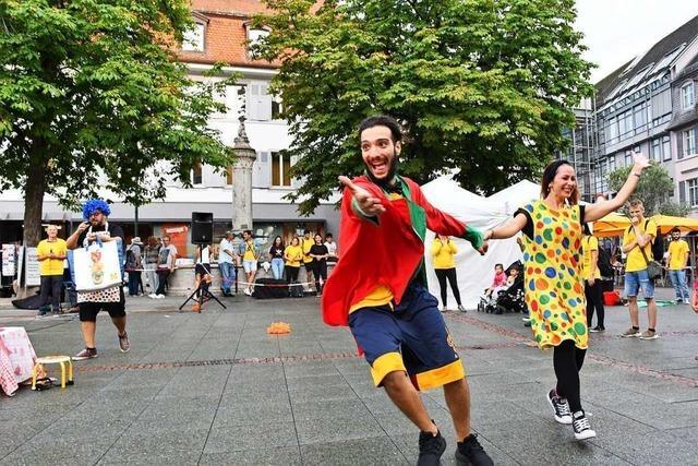 Italienische Missionare werben in Lörrach mit Theater für ihre Gemeinde