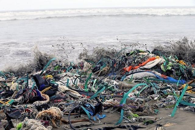 Schwimmende Müllberge im Paradies