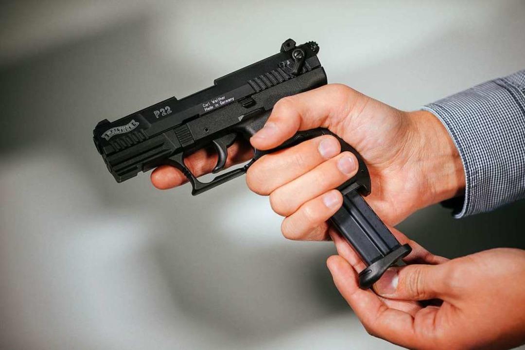 Was bringen Schreckschuss-Pistolen?  | Foto: Oliver Killig (dpa)