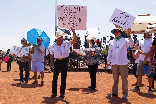 Trump besucht Dayton und El Paso und sorgt für Kontroversen statt Trost