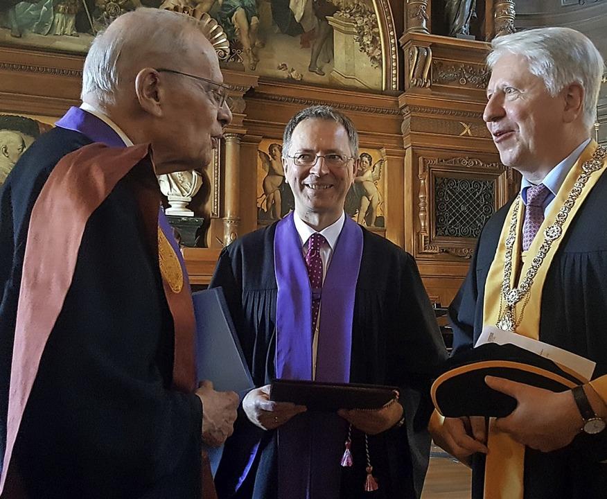 Der neue Ehrendoktor Karl Günther,  De...rnhard Eitel (von links) beim Festakt.    Foto: Hans-Jörg Jenne