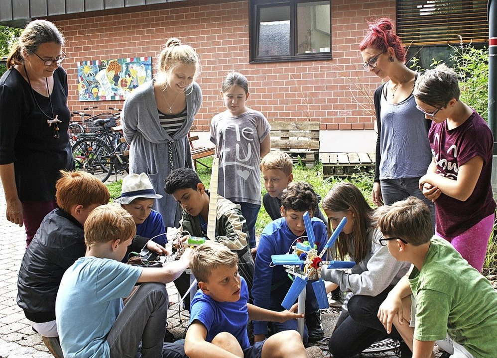 Windräder und Solarturbinen bastelte e...utzend Maulburger Ferienspaß-Kinder.    | Foto: Ralph Lacher