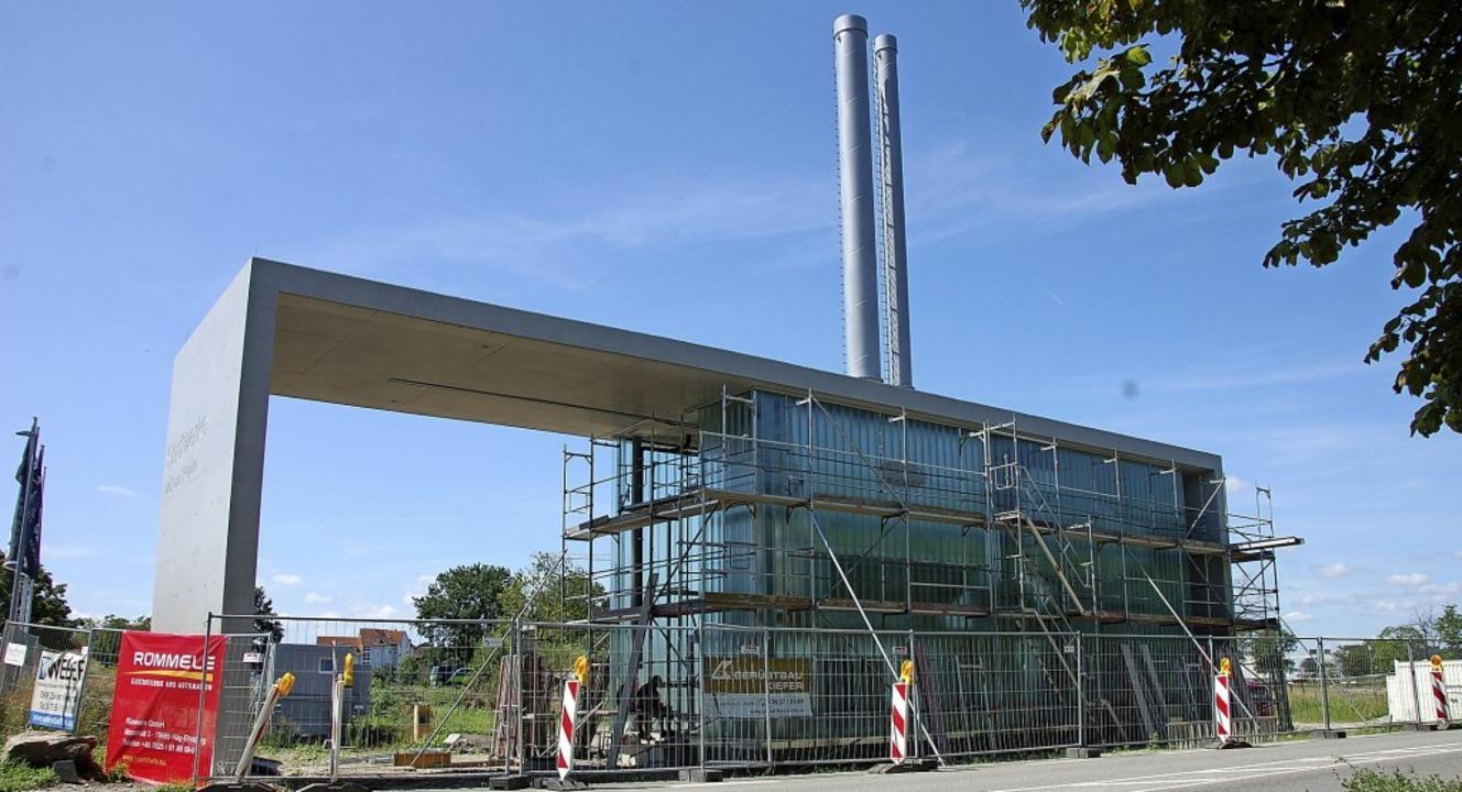 Die Technik der neuen Heizzentrale an ...aße wird nicht in der Erde versteckt.   | Foto: Herbert Frey