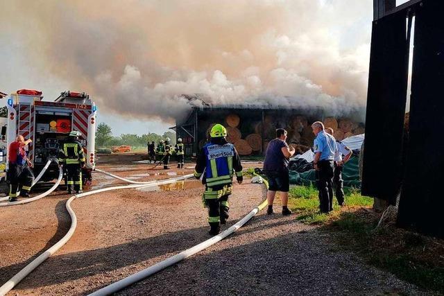 In Ottenheim vernichtet ein Brand 500 Ballen Heu und Stroh