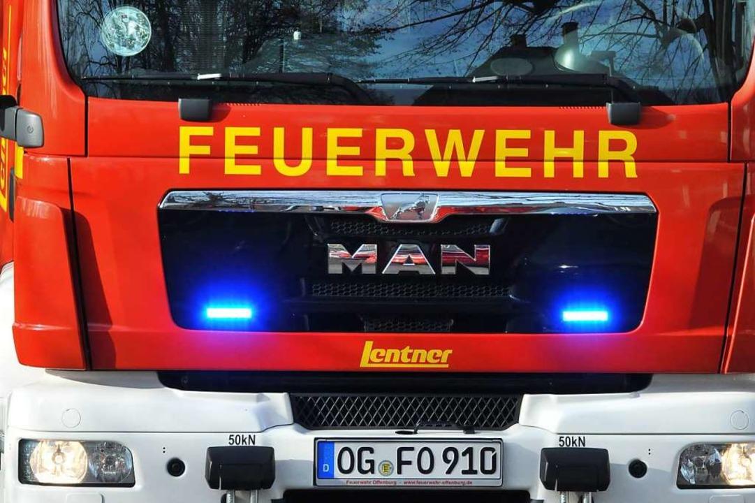 Die Feuerwehr war nach einem Brandalar...rzeugen und 20 Einsatzkräften vor Ort.  | Foto: Helmut Seller