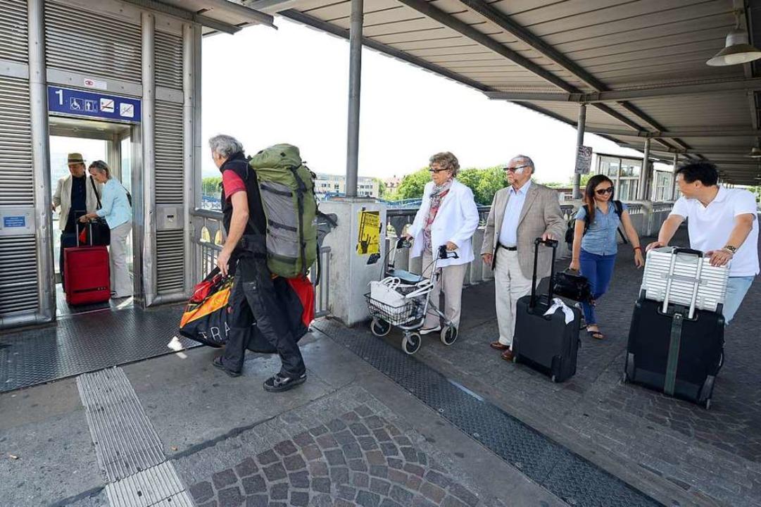 Nicht nur behinderte Menschen sind auf die Fahrstühle am Bahnhof angewiesen.  | Foto: Rita Eggstein