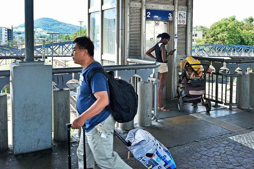 Fahrstühle, die stecken bleiben und ni...Jahren am Freiburger Hauptbahnhof aus.  | Foto: Michael Bamberger