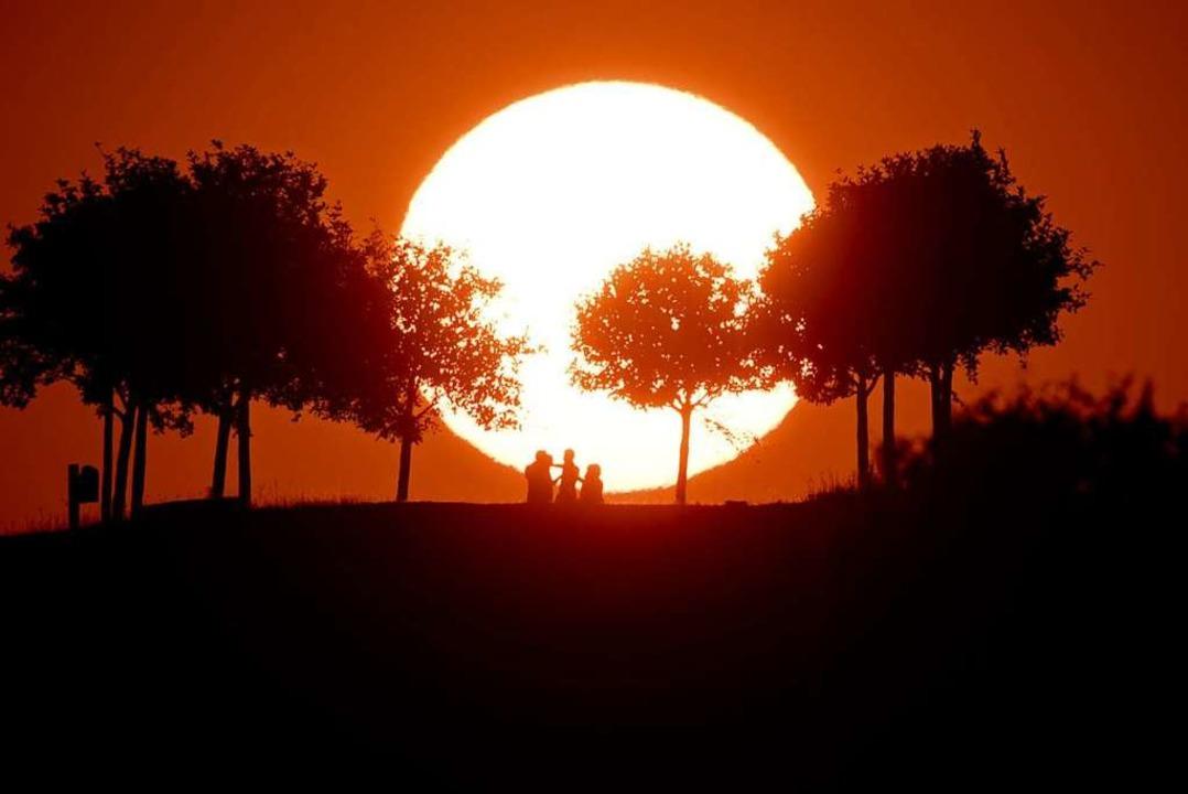 Diese Hitze! Am besten, man geht erst ...eie, wenn die Sonne am Untergehen ist.  | Foto: Julian Stratenschulte