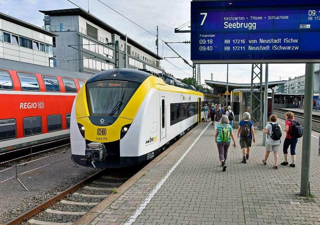 Der neue Triebwagen am Freiburger Haup... auf der Höllentalbahn im Einsatz ist.  | Foto: Michael Bamberger