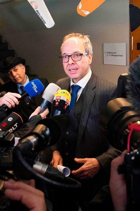 Der Anwalt Sebastian Glathe wurde für ...rs Hussein K. im Netz übel beschimpft.  | Foto: THOMAS KIENZLE
