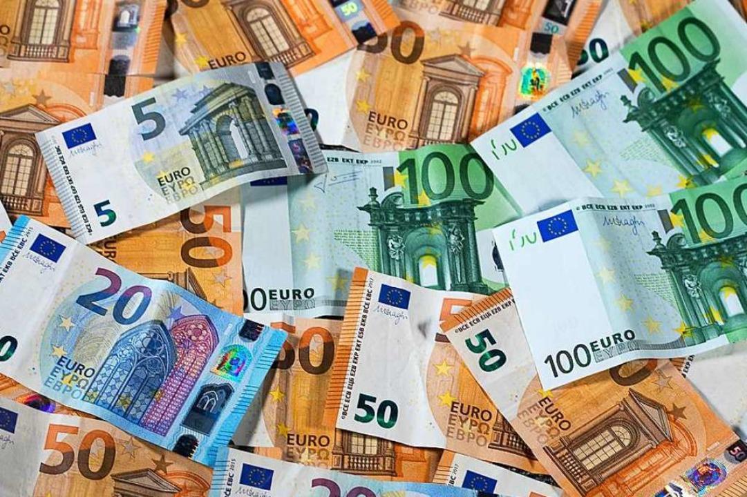 Im Streit zwischen Landkreistag Baden-...inge geht es um viel Geld. Symbolbild.  | Foto: Jens Büttner (dpa)