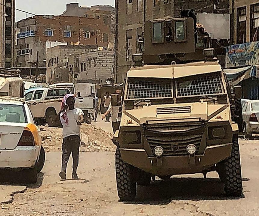 Separatisten patrouillieren in Aden.  | Foto: NABIL HASAN (AFP)