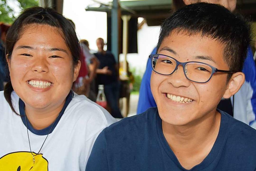 Die beiden 15-jährigen Japaner Natsumi...e gute Kondition ihrer Gastgeberinnen.    Foto: Andrea Steinhart