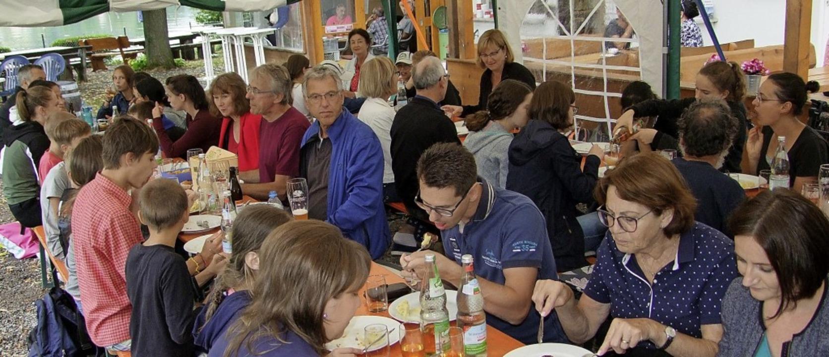 Zum Abschluss ihres vierwöchigen Aufen...kunft für Ritschow organisiert haben.   | Foto: Sabine Gems-Thoma