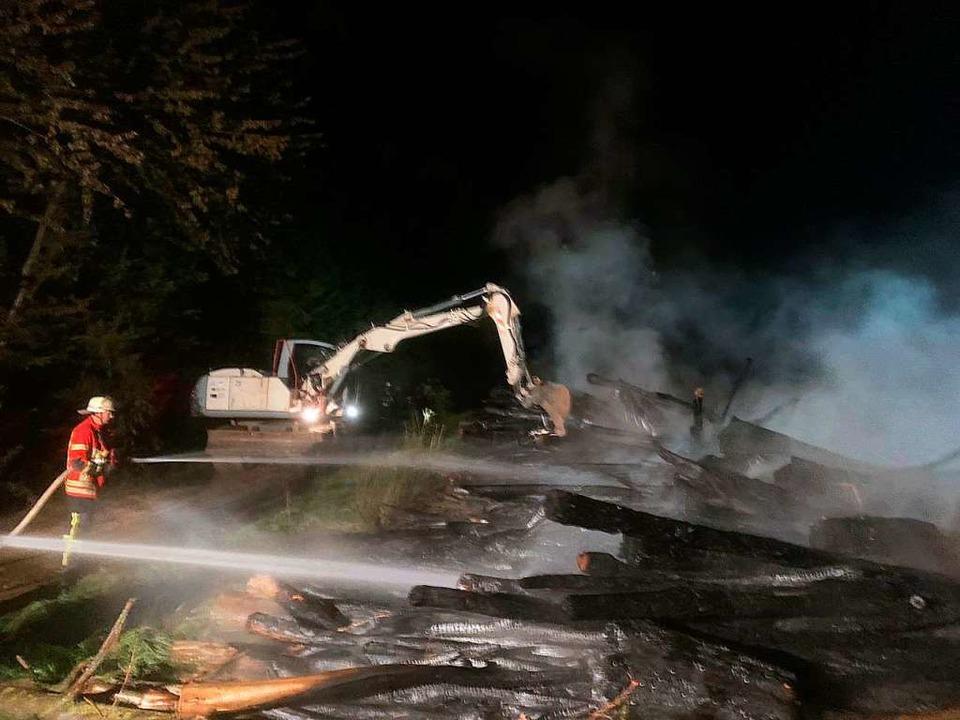 Das Holz wurde noch in der NachT auseinandergezogen und durchtränkt.  | Foto: Feuerwehr Efringen-Kirchen