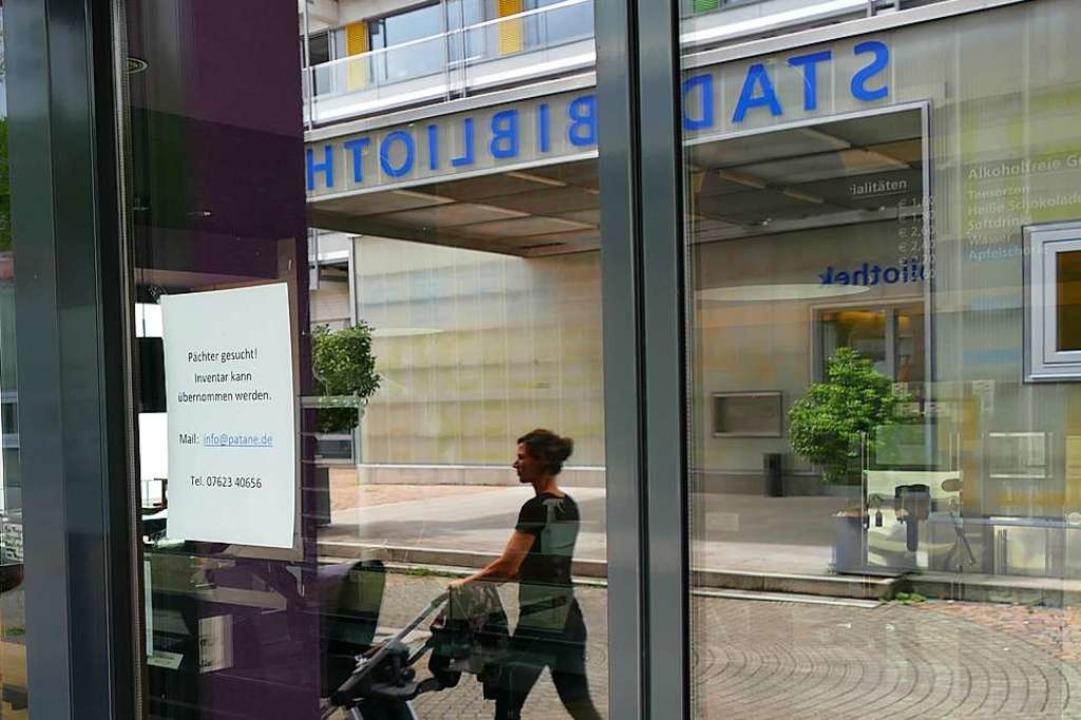 Auf einem Zettel am Eingang sucht das Patané einen neuen Pächter.  | Foto: Ralf H. Dorweiler