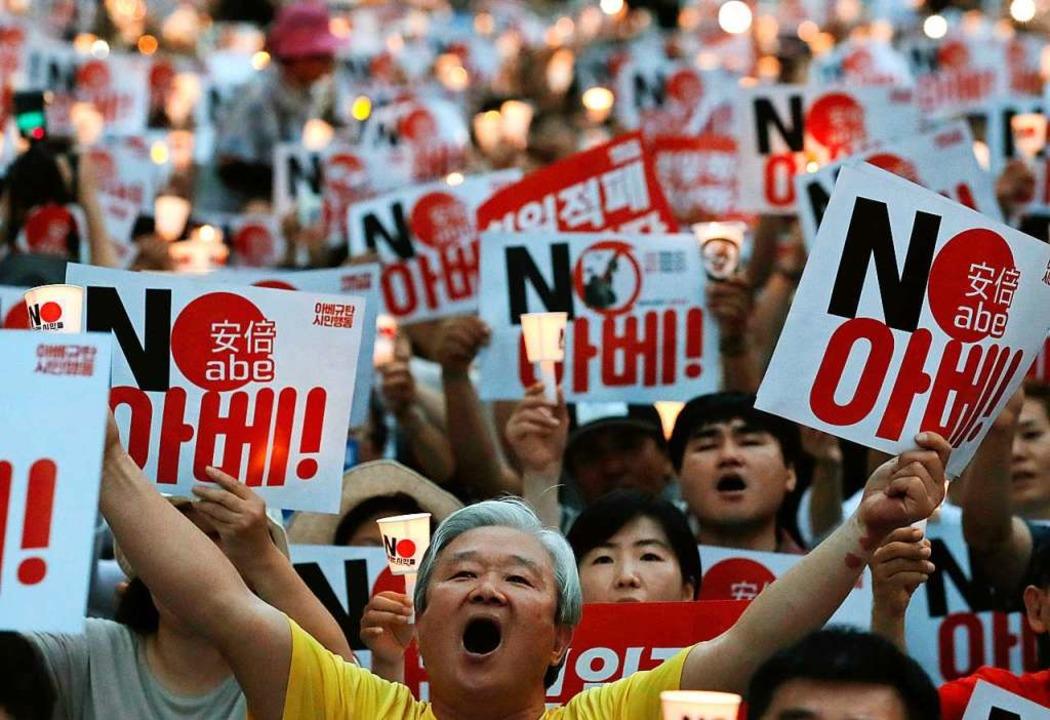 Protest gegen Japans Premierminister Abe vor der japanischen Botschaft in Seoul    Foto: Lee Jin-Man (dpa)