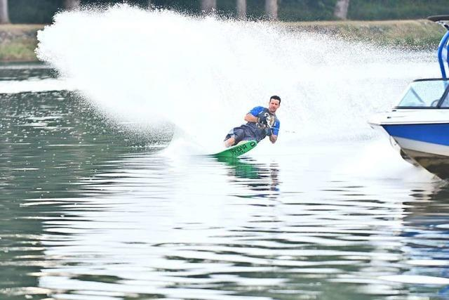 Wasserski auf dem Rhein – eine Slalom-Show des Vize-Europameisters Alexander King