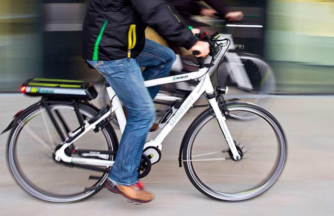 Auch E-Bikes werden mit Muskelkraft betrieben – zumindest teilweise.  | Foto: Daniel Karmann