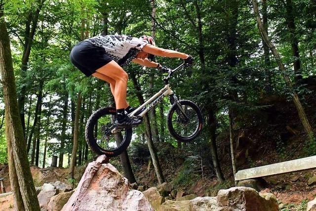 Fotos: Die Trial-Biker des MSC Münstertal trainieren im Steinbruch
