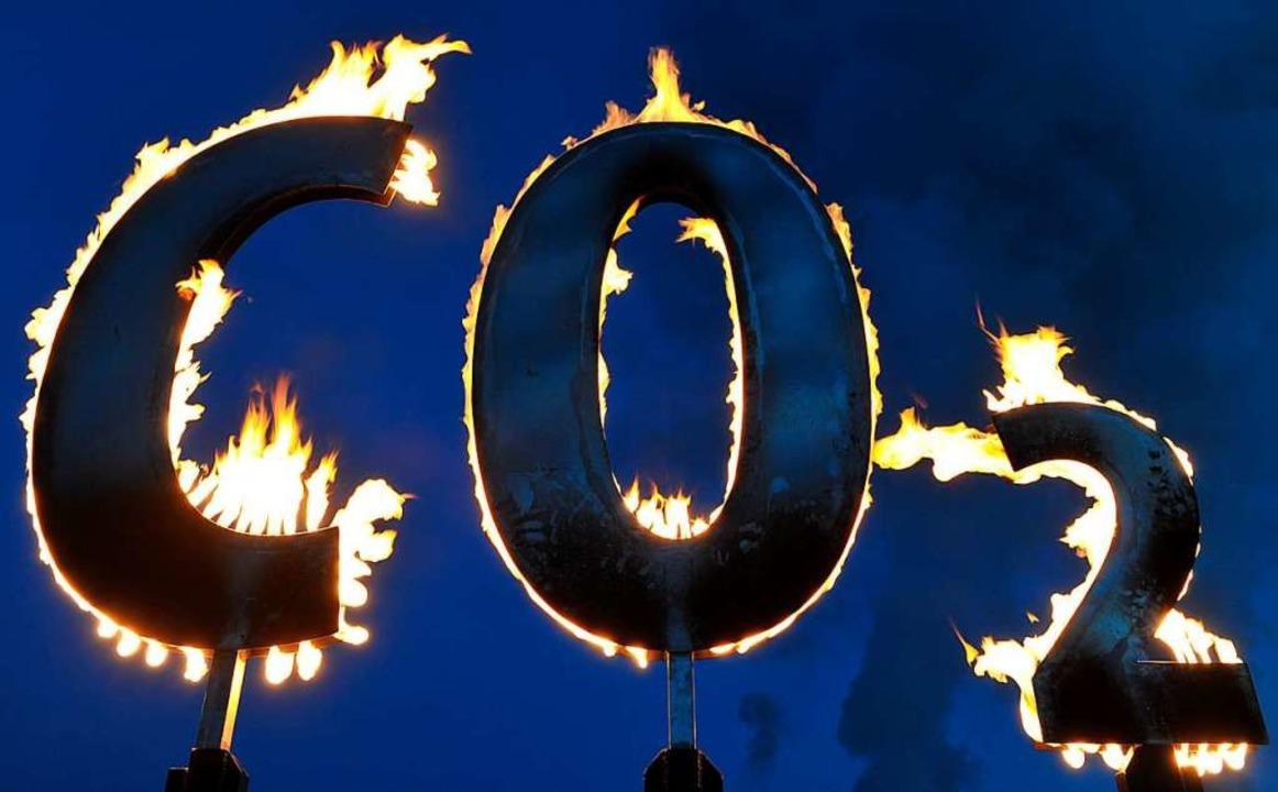 Gilt als Klimakiller Nummer eins: Kohlendioxid -CO2.   | Foto: Uwe Anspach (dpa)