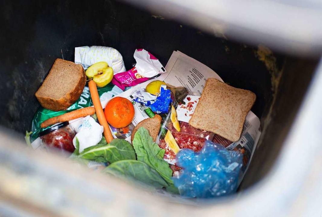 15 Prozent des Mülls in Basel sind noch essbare Lebensmittel.  | Foto: Patrick Pleul