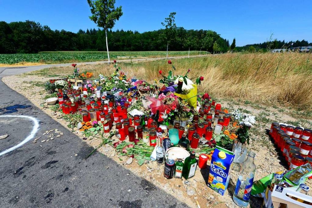 Am Fundort der Leiche im Freiburger Ge...ebiet Haid wurden Blumen niedergelegt.  | Foto: Ingo Schneider